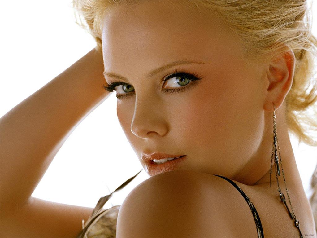 Charlize Theron (34)